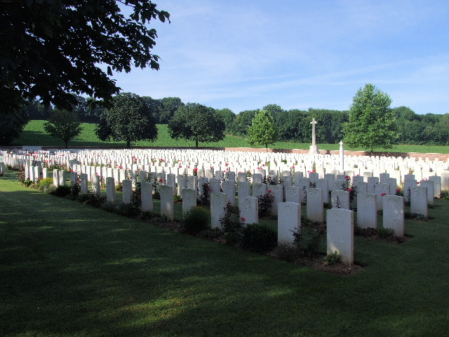 HEILLY STATION CEMETERY, MERICOURT-L'ABBE