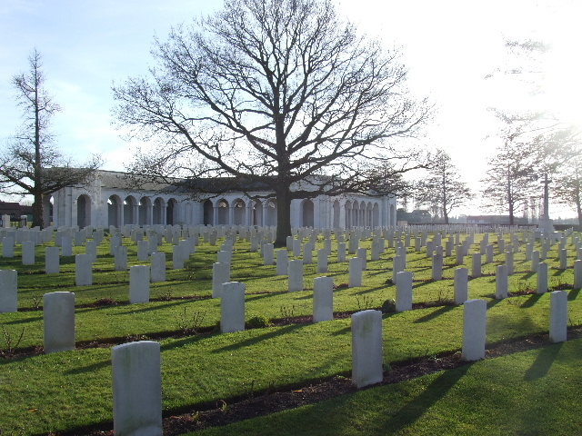 LE TOURET MILITARY CEMETERY, RICHEBOURG-L'AVOUE